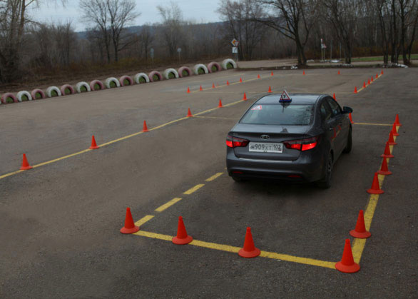 Обучение вождению в автошколе Перекресток - отработка парковки на легковом автомобиле