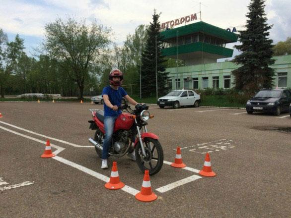 Практические занятия в автошколе Перекресток на мотоцикле